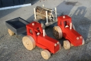 Traktorit lava- ja tukkivaunuilla